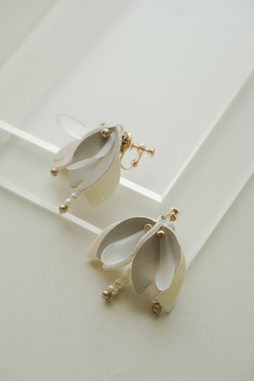 Jaen - Clip Earrings